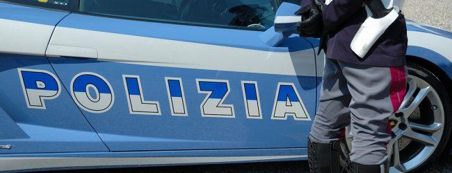 Lentini   Motociclo rubato dentro il furgone, vede i poliziotti e tenta di scappare