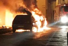 Lentini | In fiamme l'auto dell'ispettore della Polizia municipale Nello Russo, indagini e reazioni