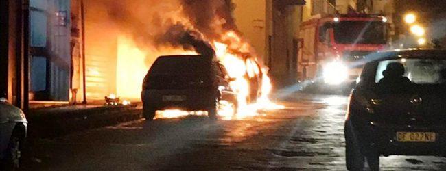 Lentini   In fiamme l'auto dell'ispettore della Polizia municipale Nello Russo, indagini e reazioni