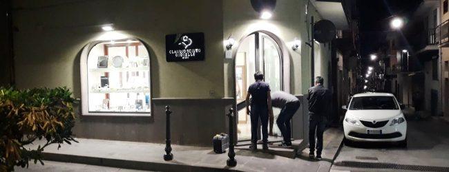 Carlentini | Rapina a mano armata, presa di mira la gioielleria di via Marconi