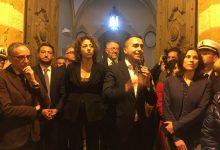 Augusta| Di Maio parla ai cittadini dall'ingresso del Comune e promette la, seppur lenta, soluzione dei problemi