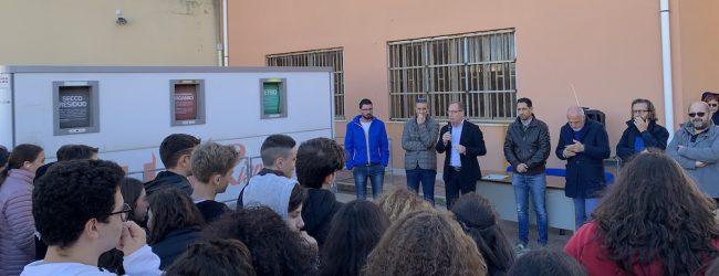 Noto  L'isola ecologica a scuola, il Comune firma protocollo con istituto Matteo Raeli
