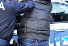 Lentini | Strattona un agente per far scappare un amico, denunciato diciassettenne