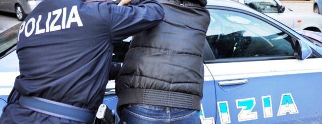 Lentini   Strattona un agente per far scappare un amico, denunciato diciassettenne