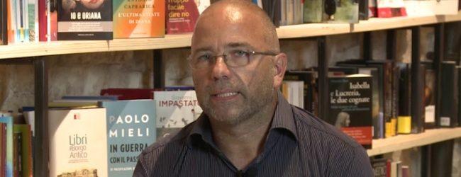 """Lentini   """"Io, Lauro e le rose"""", Mario Artiaco presenta il suo romanzo autobiografico"""