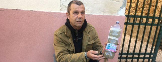 Augusta| Si incatena per l'acqua potabile, Francesco Disano davanti l'ufficio tecnico