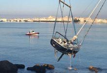 Siracusa| Recuperata barca Madness incagliata nel porto grande
