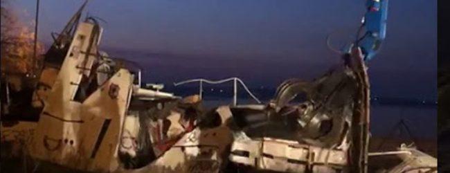 Siracusa  Bonifica: Distrutta e rimossa la motovedetta del Molo S.Antonio