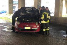 Augusta| Principio di incendio di una vettura nei pressi delle scuole elementari