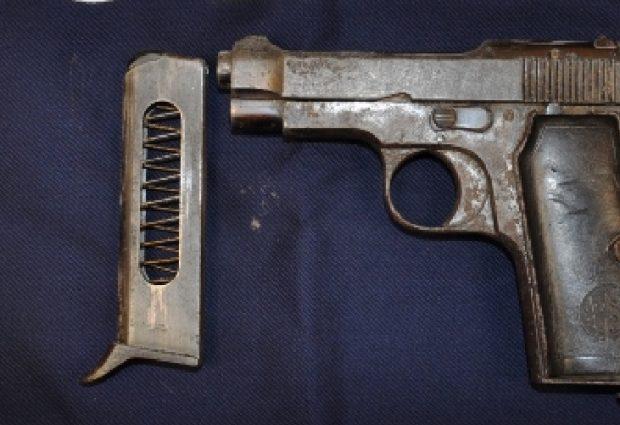 Lentini   Pistola con matricola abrasa dentro un'autovettura abbandonata