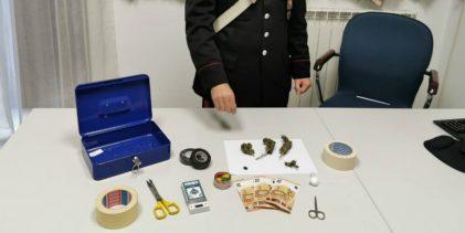 Solarino  Scoperto in casa con cocaina e marijuana
