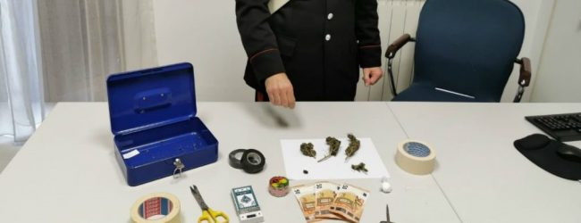 Solarino| Scoperto in casa con cocaina e marijuana