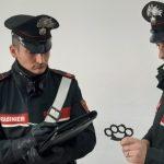 Augusta| Sorpreso dai Carabinieri con un tirapugni in auto: denunciato 29enne