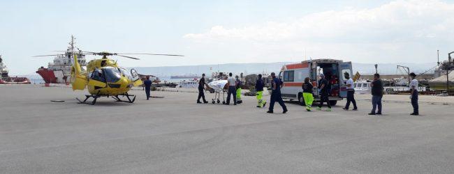 Augusta| Evacuazione medica di un marittimo infortunato con elisoccorso