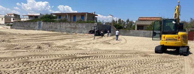 Augusta  Mille euro di sanzione per rastrellamento della spiaggia