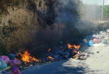 Lentini | Rifiuti abbandonati in strada, a breve telecamere in contrada Mercadante