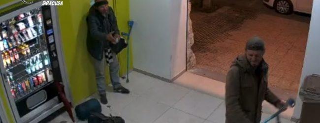 Siracusa   Due uomini derubano distributori automatici di bevande