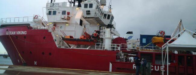 Augusta | In corso lo sbarco dei 116 migranti: 6 positivi al Covid