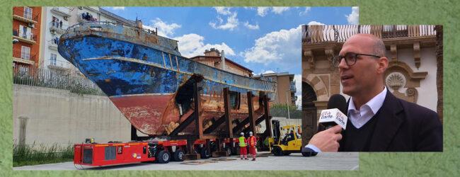 Augusta | L'ultimo viaggio del barcone lo ha riportato in città. Si trova ora nella nuova darsena.