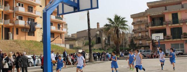 Lentini | Campo di basket in piazza Madonna del Castello, la replica dell'autore dell'esposto