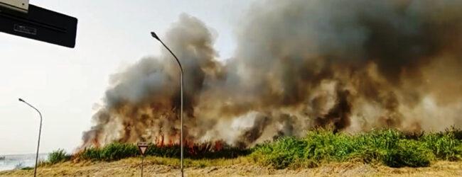Lentini   Pomeriggio di fuoco, quattro roghi mettono paura alla popolazione