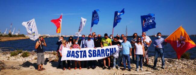 Augusta | Oggi al porto sbarco di 410 migranti, giunti ieri in rada. La Lega Sicilia ha protestato contro il loro arrivo