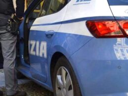 Avola | Trainano una betoniera rubata e per fuggire dalla polizia la sganciano verso la volante