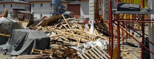 Siracusa   Arrestato un 30enne ai domiciliari intento a rubare materiale edile