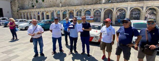 """Melilli   Primo raduno """"Fiat 500"""" in piazza San Sebastiano"""