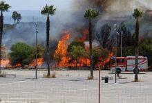 Augusta | Ancora fiamme in piazza Unità d'Italia: le lingue di fuoco lambisco il parco giochi