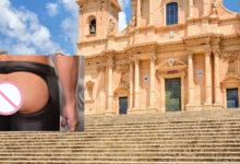 Noto | Scambia la scalinata della cattedrale per il set di un film porno