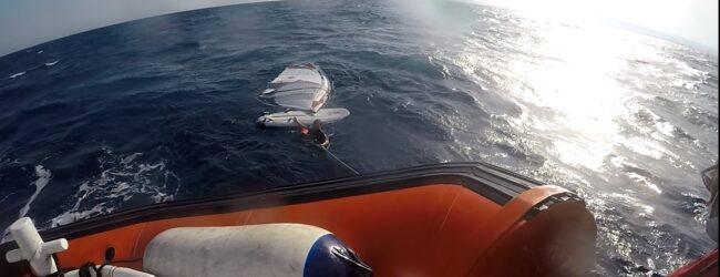 Siracusa | Surfista in difficoltà recuperato dalla Guardia Costiera