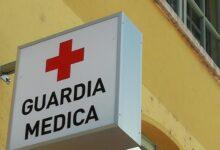 Portopalo | Armati di ascia pretendono di entrare all'interno della guardia medica e aggrediscono il medico