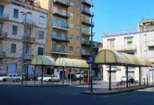 Lentini | Piazza dei Sofisti, nuove pensiline con le decorazioni di Salvo Ligama