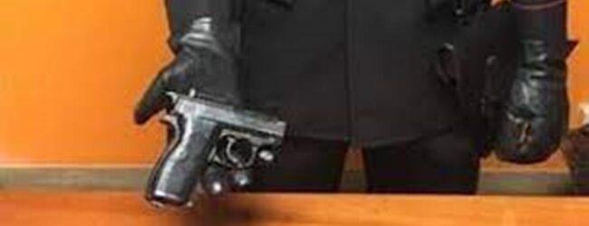 Siracusa   Ortigia: lancia una borsa dai tetti, i carabinieri trovano due pistole